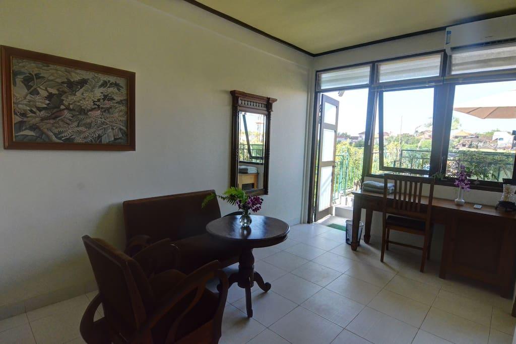 Livingroom/Workspace with terrace!