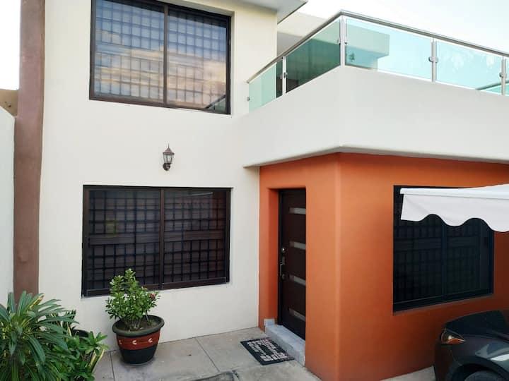 ¡Acogedora casa de estilo contemporáneo!