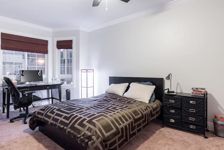 Sunny, Private Bedroom in Polk St House - San Francisco - Haus