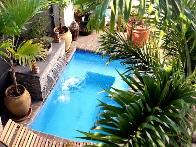 Studio flat, private pool & sea views, Southbroom.