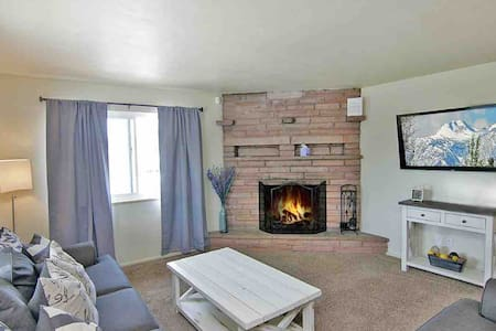 Cozy 2 BR home walking distance to The Nugget