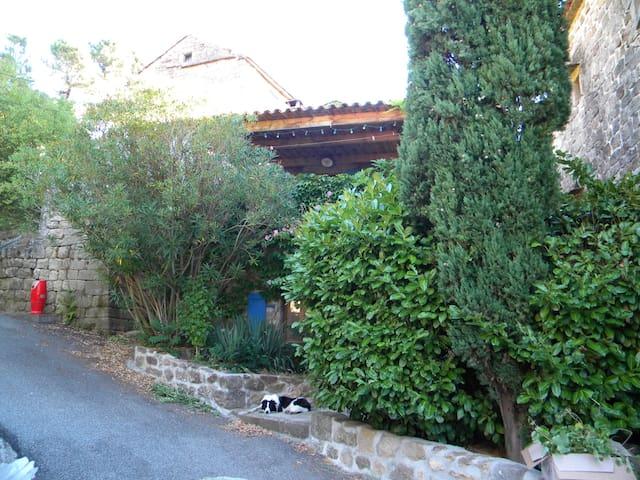 Maison en pierre avec piscine au calme - Les Salelles - Holiday home