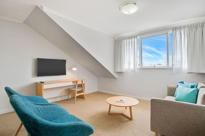 Waterfront Apartment in the heart of Williamstown