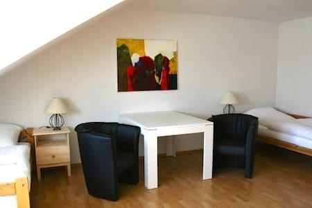 Gemütliche Wohnung nahe Erlangen  - Neunkirchen am Brand - Apartemen