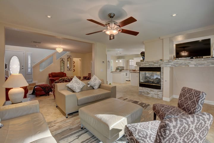 LOVELY 4 BEDROOM HOME! | CLOSE TO LAS VEGAS STRIP!