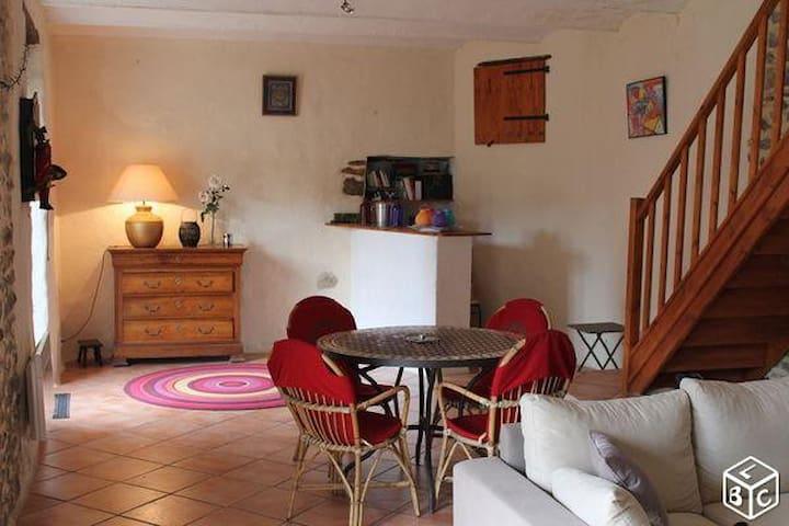 Maison avec piscine privée Gard-Ardèche - Meyrannes - Rumah liburan