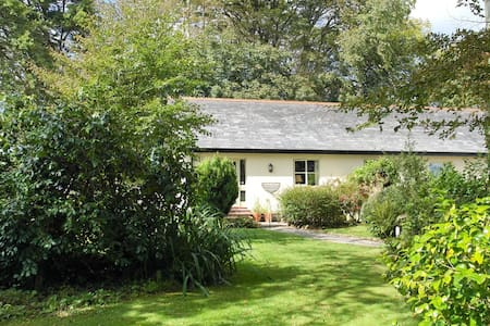 Penhale; stunning boutique cottage - North Tamerton