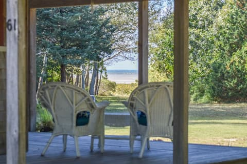 #519: Private beach access, Screened in dining, Wrap around porch! Dog friendly!
