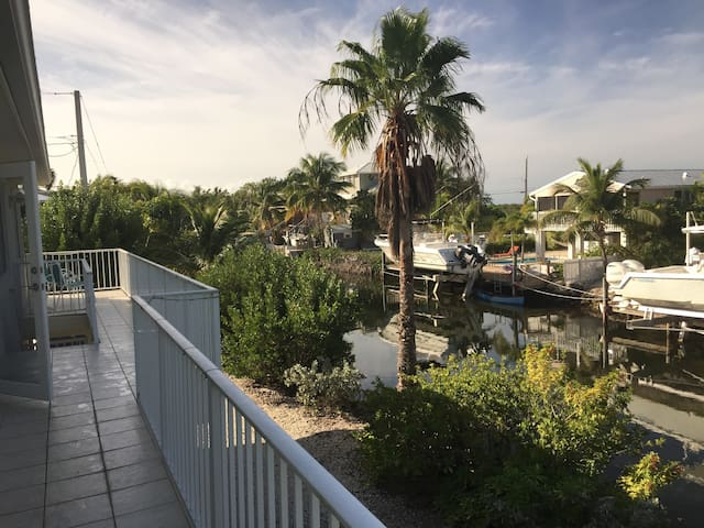 Paradise Found - Main Canal Home with Bay Views - Summerland Key - Casa