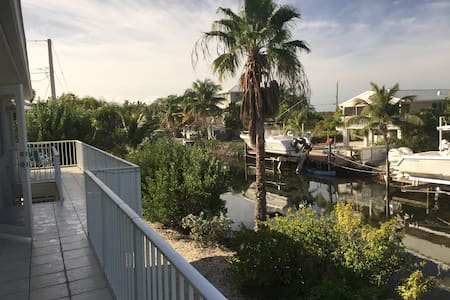 Paradise Found - Main Canal Home with Bay Views - Summerland Key - Hus