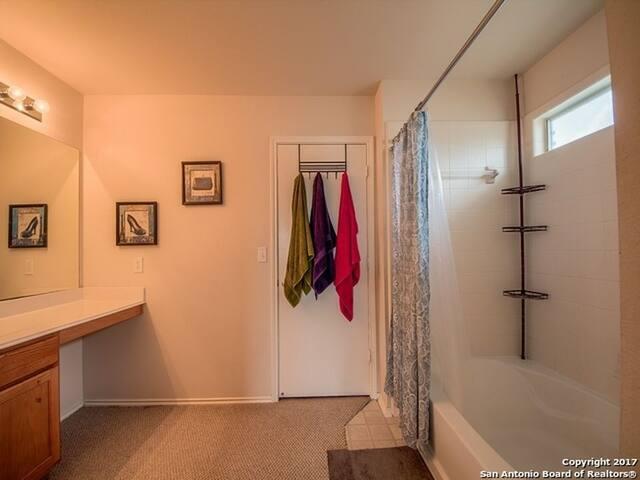 Cozy, bright private room, large bathroom
