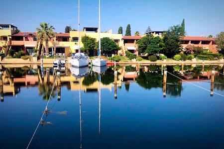 Villetta sul mare, con giardino e posto barca.