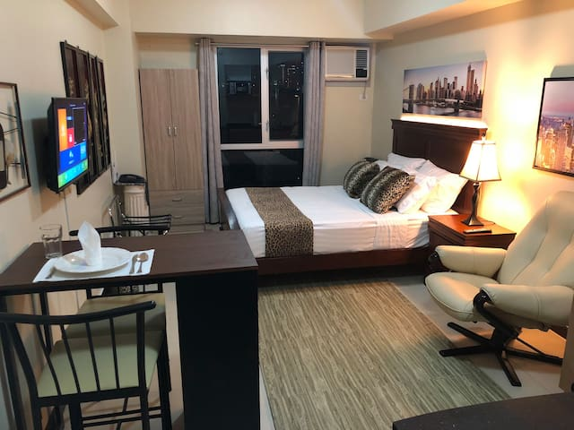 27th Flr Condo 2 w/WIFI @ IT Park Avida Riala Twrs
