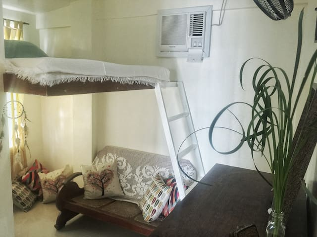Town Center - Loft Type FREE WIFI near Robinsons