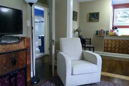 Wonderful Downtown Ferndale Apt**Superb Location**