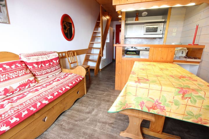 3 rooms apartment for 6 persons in the center and close to the lifts