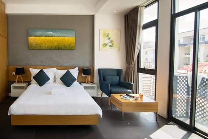 Deluxe Room With Balcony In Thao Dien Town