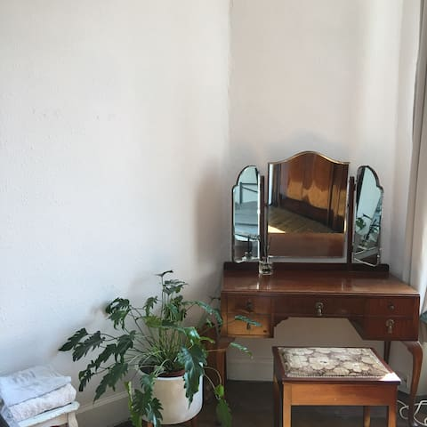 Traditional 1BR Flat, Perfect to Explore the City