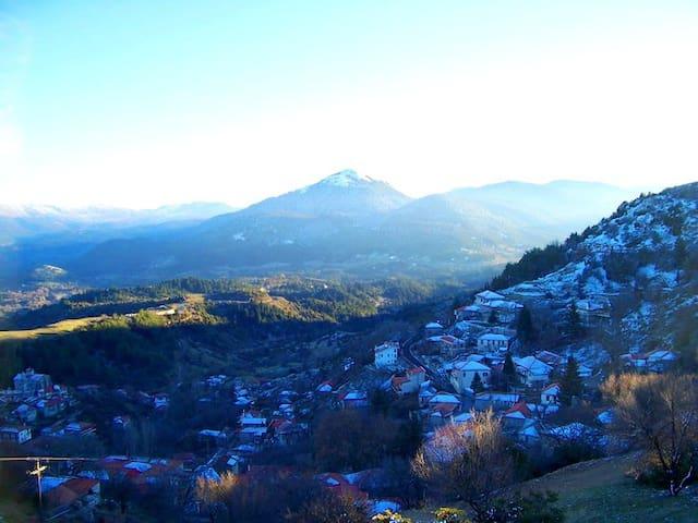 Φανταστικο ορεινο χωριο - Μαγούλιανα - บ้าน