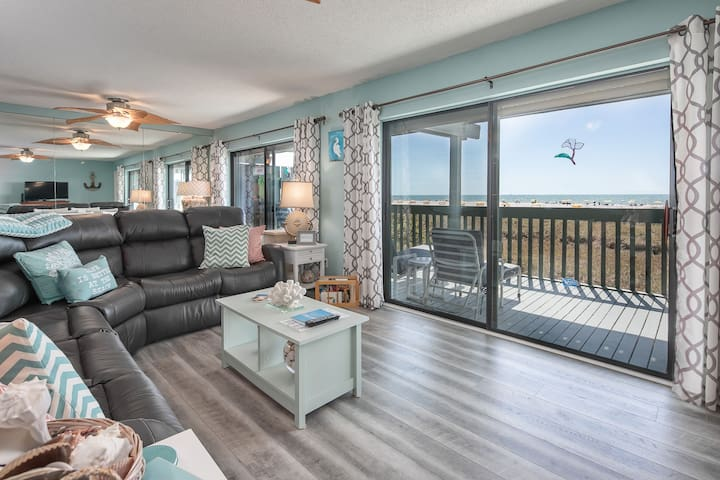 Updated 2Br/2Ba Condo! Our Beach is your Backyard!