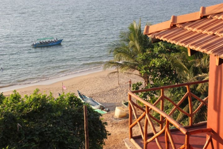 Sunset Beach House on Anjuna Beach - Anjuna - Blockhütte