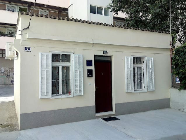 **** Central studio house-free parking in front - Split - Casa