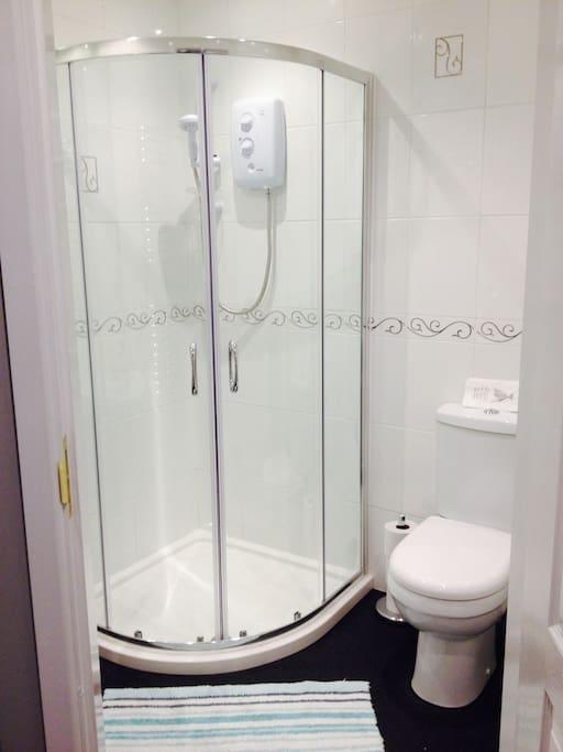 Quartile shower and en-suite.