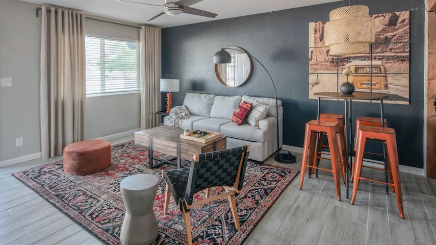 WanderJaunt | Nero | 2BR Townhome | Camelback East