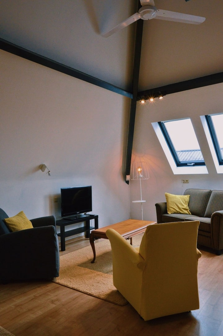 Yellow House in Lommel, leuk duplex appartement!