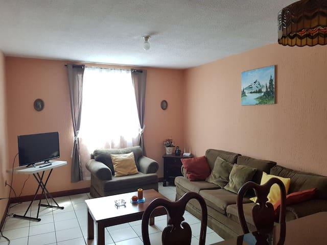 Sala del apartamento con TV y Wifi