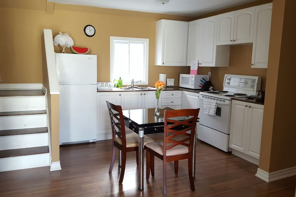 SHARED KITCHEN Full kitchen comes with pots, pans, utensils, toaster, coffee maker, microwave and everything you need to cook! We offer free coffee, tea and oatmeal.