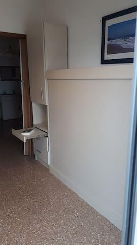 Mueble de la cama de 2 plazas rebatible
