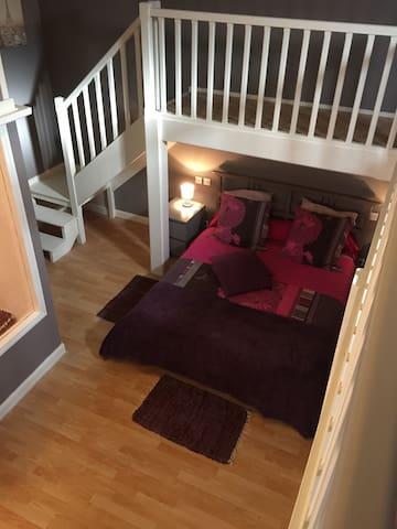 Grande chambre grand lit sdb privée - Castres - Apartamento