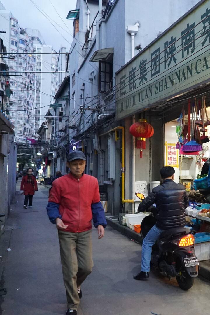 Street market in the evening