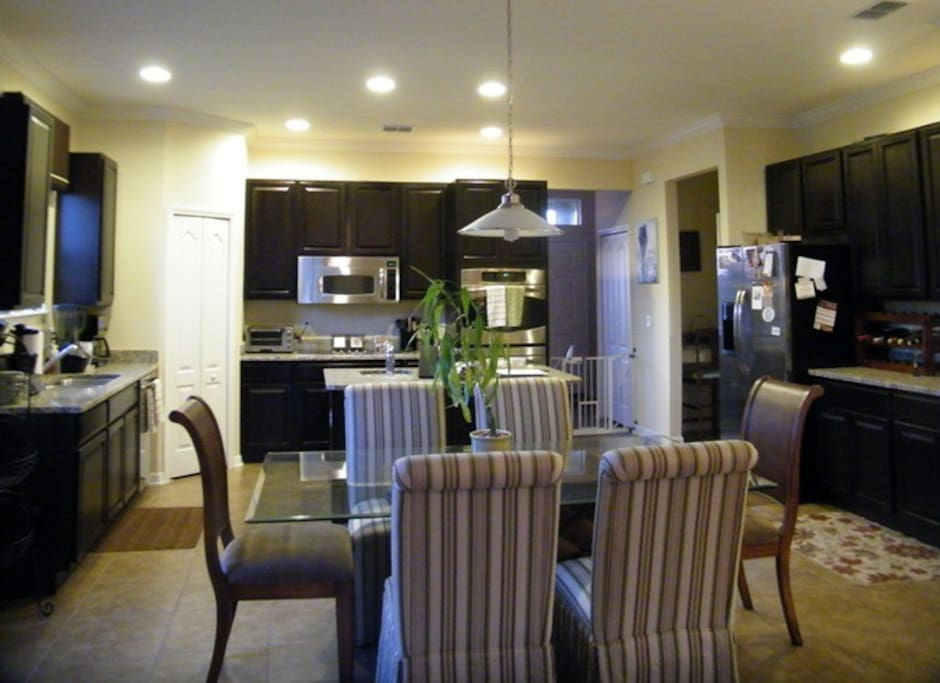 Open Floor Plan, dining and Kitchen