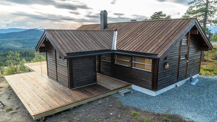 Nyere hytte med flott utsikt og fine turmuligheter