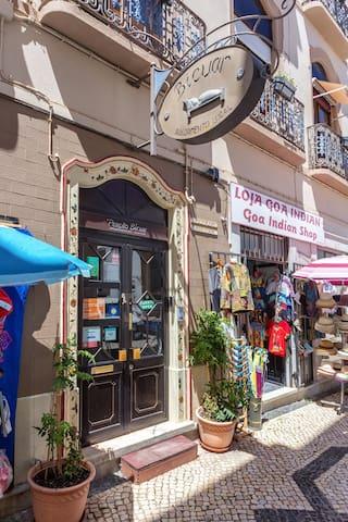 Entrance Pensão Bicuar, street level