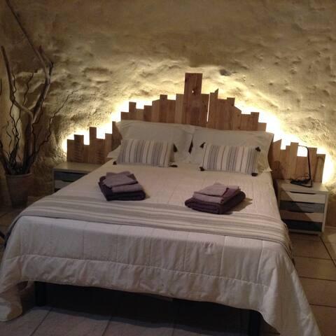 Appt au pied du château de st Montan Ardeche