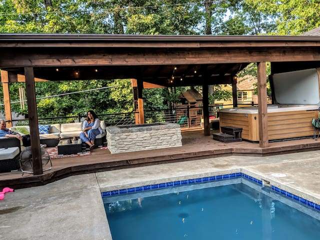 Private Guest Suite with Pool & Hot Tub!