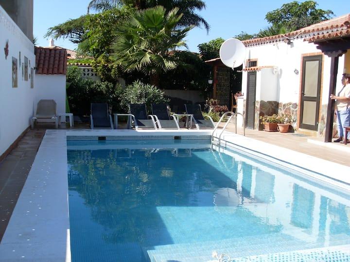 Villa La Quinta - 3 bed villa -private heated pool