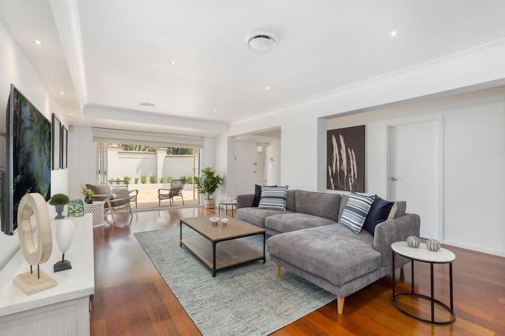 Luxury Family-size Home in Smart Beachside Suburb