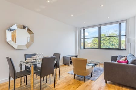Two Bedroom Apartment Scimitar House - Romford