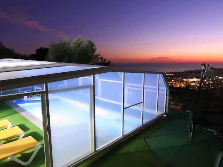 Villa con PISCINA PRIVADA CLIMATIZADA y fantasticas vistas al mar !!