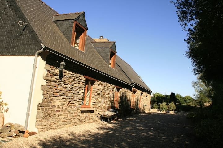 Private 3 bedroom longuere - Noyal-Pontivy - House