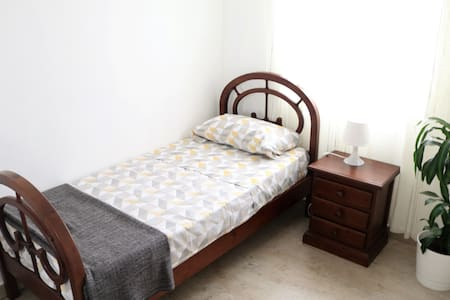 Habitacion privada a 10' de Sevilla/Single Room
