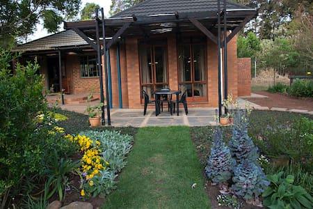 Stunning studio room Pretoria East - Rayton