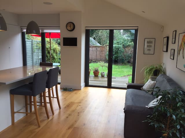 Cosy cottage in Thames Ditton - Thames Ditton - Casa