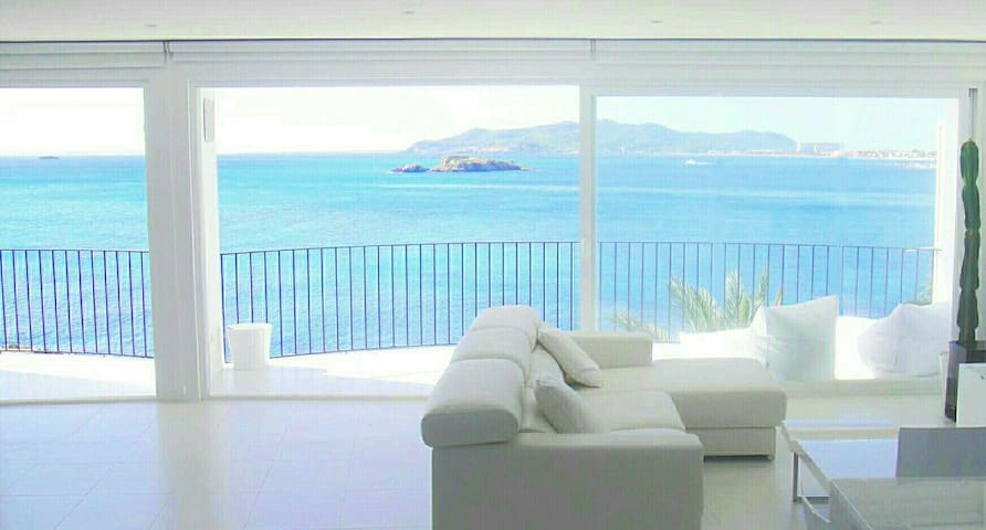 AMAZING BEACHFRONT IBIZA APARTMENT - Ibiza - Lejlighed