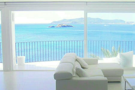 AMAZING BEACHFRONT IBIZA APARTMENT - イビサ - アパート