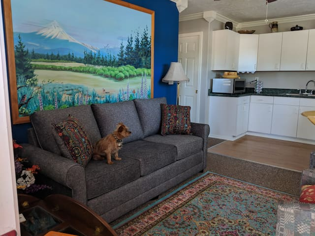 Adams Corner,  private, comfortable, convenient